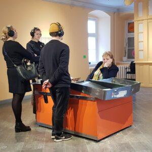 """Õppereis Tartusse. Visiit Tartu Kunstihoones toimunud Flo Kasearu isikunäitusele """"Ohustatud liigid"""". 2020."""