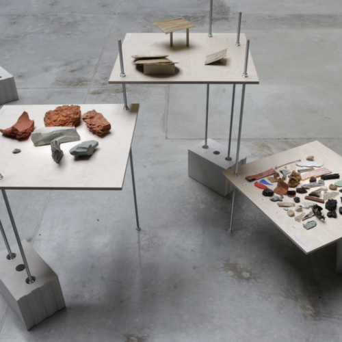 """Vaade näituselt """"Materjal I"""" (Kärt Ojavee, Annika Kaldoja, Marie Vihmar. Foto: Martin Siplane"""