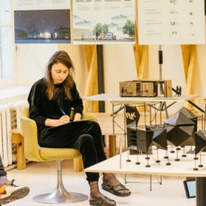 Prof-Sille-Pihlak-at-the-bachelor-degree-jury-of-the-interior-architecture-department-at-the-Estonian-Academy-of-Arts.-Photo-credit-Tonu-Tun