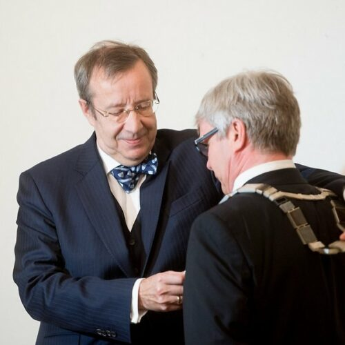 president-toomas-hendrik-ilves-soovis-mart-kalmule-joudu-ja-loomingulisust-71362389