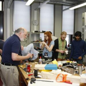 Töö mehhatroonika laboris
