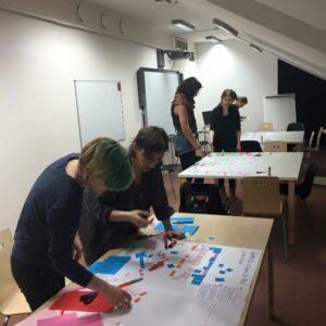 Viimases kunstididaktika seminaris võtsid tudengid põhikooli ja gümnaasiumi riikliku õppekava tükkideks ja panid taas kokku.