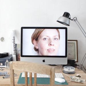 Karin Tõnisberg_Autoportree töökohal