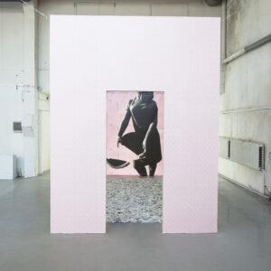 """Cloe Jancis. Võimalik stsenaarium minevikust. Dokumentatsioonifoto näituselt """"15cm–3,6m"""" ARSi projektiruumis 2017. Foto Cloe Jancis"""