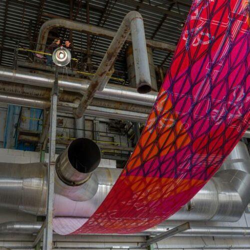 Digiprint inspireeritud pakutrükist ja elektrijaama metallist konstruktsioonidest  (prinditud 60 meetrit kangast Color Textil Germany-s) Grupitöös osales: Helen- Susan Selirand.