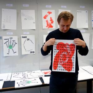 Eesti Kunstiakadeemia ja Briti Kõrgema Kunsti- ja Disainikooli graafilise disaini osakondade ühine mitmekeelse kalendri kujundamise workshop, 2018. Juhendajad: Claudia Doms & Roman Gornitsky