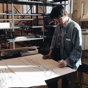 Esimese kursuse tudeng Kaspar Timm tegemas jooniseid Erialaprojekt 2 raames 2019. aasta märtsis.